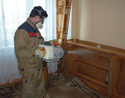 Обробка приміщення інсектицидом