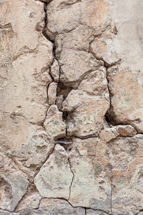 Тріщини в стінах