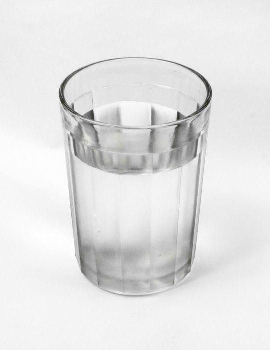 стакан з водою