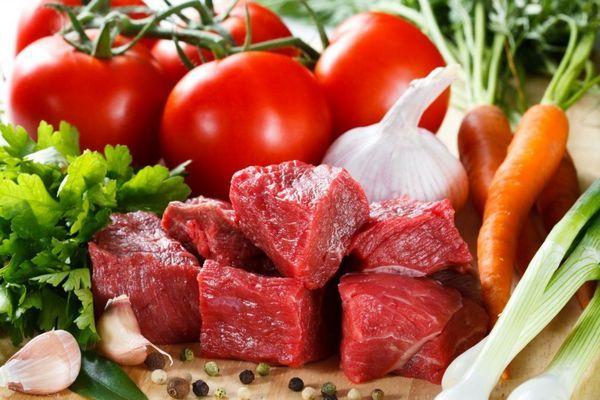 Як годувати кішку натуральною їжею і рецепти домашнього корму