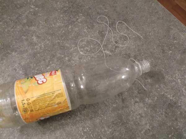 пластикова пляшка для мишоловки і нитка