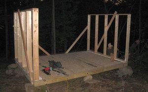 Стіни курника можуть бути дерев`яними або цегляними