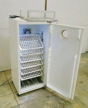 Інкубатор зі старих холодильників